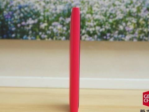 这款手机不仅是诺基亚的颜值巅峰,更是 MeeGo 系统的绝版之作