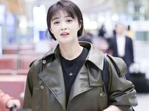 """36岁蒋欣终于换对了发型,一款减龄的""""波波头""""美回18岁少女"""