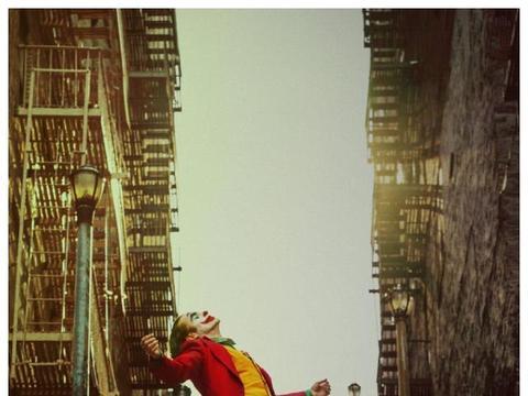 《小丑》全球票房突破7亿美元,那么华纳会拍摄它的续集吗?