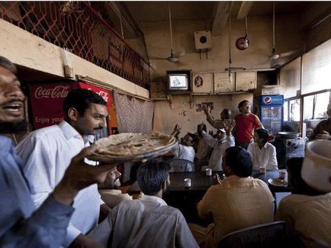 中国游客去巴基斯坦旅游,临走前吃了顿大餐,结账时愣住了