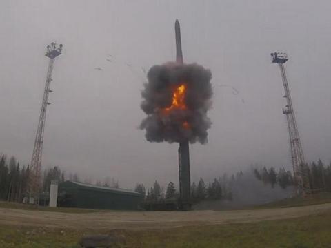 核导弹上演卡壳惊魂?俄军潜艇核战演习,洲际导弹疑似发射失败