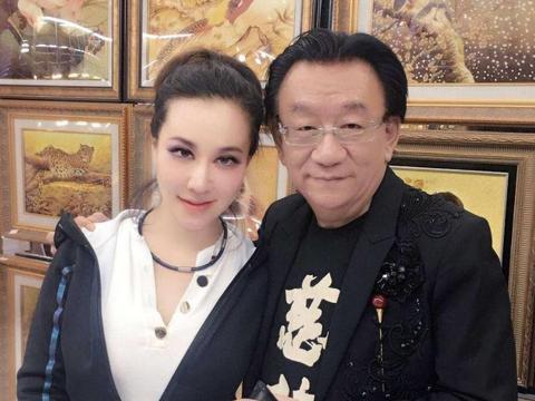 73岁侯耀华近照,隐瞒多年的三胞胎外甥女