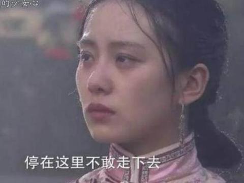 拍雨戏:刘诗诗露出黑眼圈,杨幂表情惊恐,沈月郑爽素颜不忍直视
