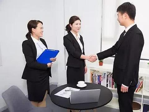 老员工被辞退后,收到老板转账信息,得知原因后,老员工:我回去