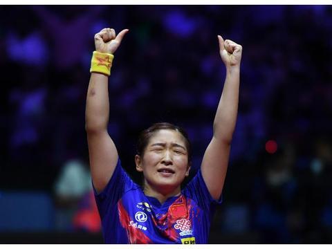 国乒刘诗雯终成世界杯五冠王,改写世界纪录,超越王楠、张怡宁