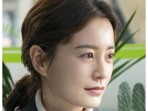 郑裕美短发反差超大 是韩国罕有的天然美女 与孔侑釜山行后再合作