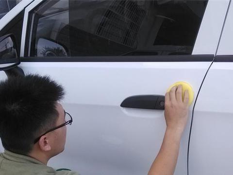 教你3个洗车时的技巧,白色车身永不泛黄