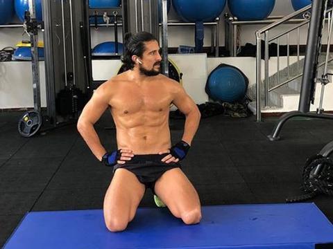 腹肌明显!洛国富刻苦训练展现壮硕肌肉,国足这次有希望了?