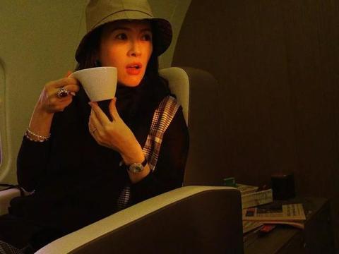 章子怡夕阳下美如画,张雪迎镜头下40岁也挡不住少女感,哪像孕妈