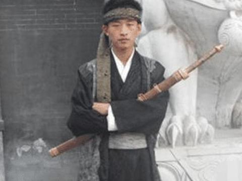 """24岁小伙跑龙套六年,被称为""""横店龙套王"""",网友:称想红想疯了"""