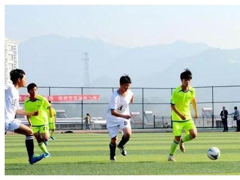 飞奔少年!岳西中学生校园足球联赛开赛
