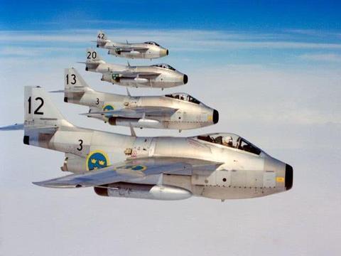 """飞行的啤酒桶:走近瑞典萨博初代后掠翼战机——J-29""""飞桶"""""""