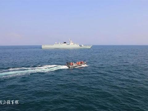 打造海上利刃 驻香港部队组织多科目海上实战训练