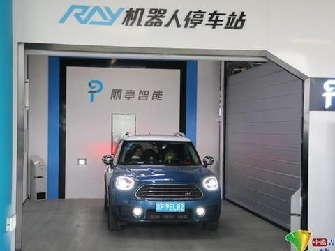 北京大兴国际机场引入机器人停车 完成停车全过程只需2分钟