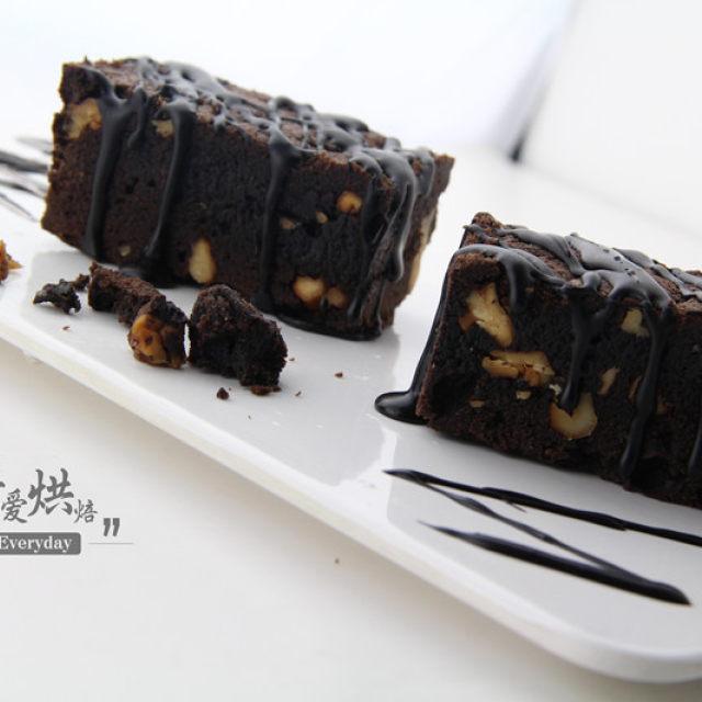 浓情布朗尼,只有朴实的外表,却散发着浓浓的巧克力香味