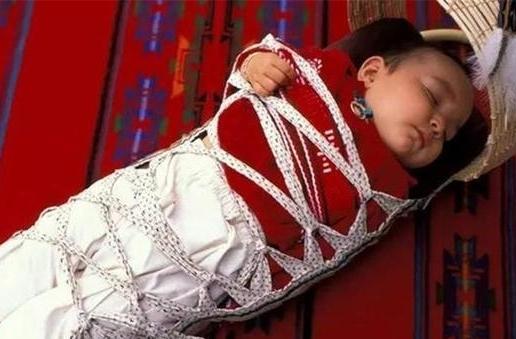 为让孩子睡得更安稳,妈妈这样做,婆婆看到后怒问:是亲妈吗?