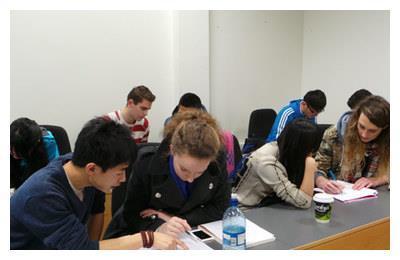 美国女学霸来中国,做了一份数学卷后愣住了,直言:都是骗人的