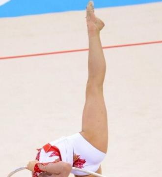 27岁体操女神申秀智,因180度劈叉开球走红,退役后投身娱乐圈