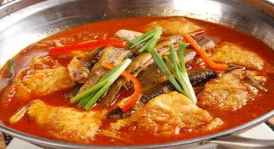 美食:温拌海螺,茄汁鸡肉,红枣枸杞蒸鸡