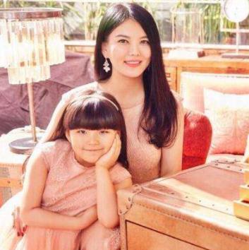 李湘女儿照片曝光,身材已经失控,网友:几十万伙食费没白花