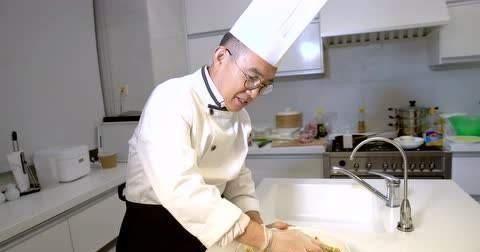大佬厨艺哪家强?雷军、扎克伯格都爱包饺子,董明珠厨艺精湛