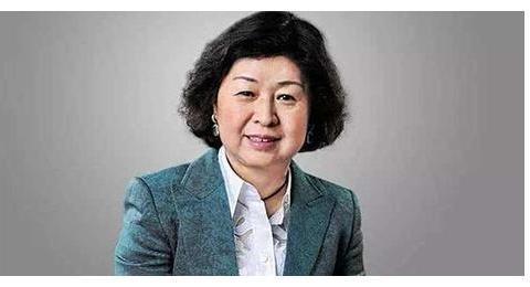 中国第一位女首富,靠着收废品起家,传奇人生让人惊叹