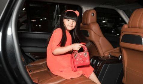 """李湘悄悄给10岁女儿换了风格,告别""""富贵花""""变运动风少女!"""