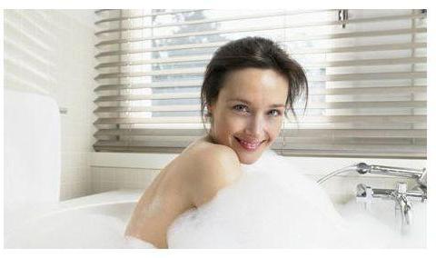 """女人洗澡时,身体四个""""最脏""""的部位一定要仔细清洁,男士免进"""