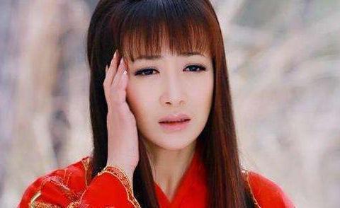 41岁陈紫函有多大胆?只不过是掀起了刘海,女王气场却不输范冰冰