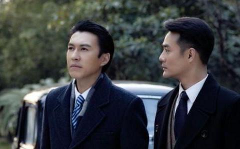 一手捧红靳东和王凯,自己却在跑龙套,王凯得奖后跪地感谢
