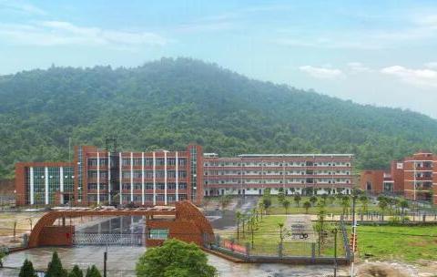 乡镇中心校不是学校,是一个机构,权责大,职能部室齐全
