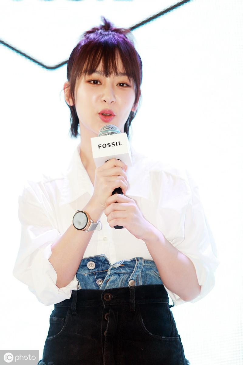 90后实力派女演员杨紫,个性丸子头加法式刘海俏皮可爱