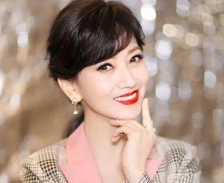 """母亲是""""不老女神""""赵雅芝,他出道9年无水花,32岁只剩帅气"""