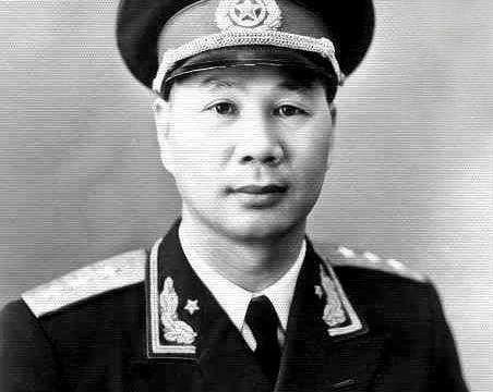 """他被誉为""""白袍小将"""",长征立功无数,后征战华北,终授衔上将"""