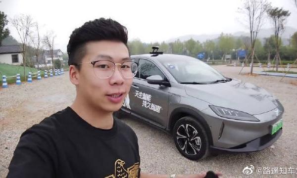 试驾小鹏G3,车顶竟然伸出一个摄像探头,太高级了吧