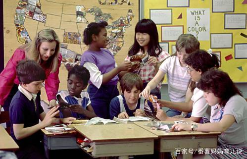 夫妻不顾长辈反对送孩子去国外读书,孩子回国工作后说明了一切