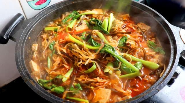 教你在家做大烩菜,味道鲜美好吃,做法简单,招待客人备有面