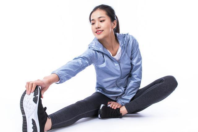 女人别整天西装革履,试试这四款运动装,遮肉显瘦还年轻