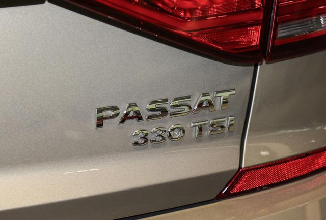中保研正面25%偏置碰撞测试后A柱全变形,帕萨特真的还值得买?