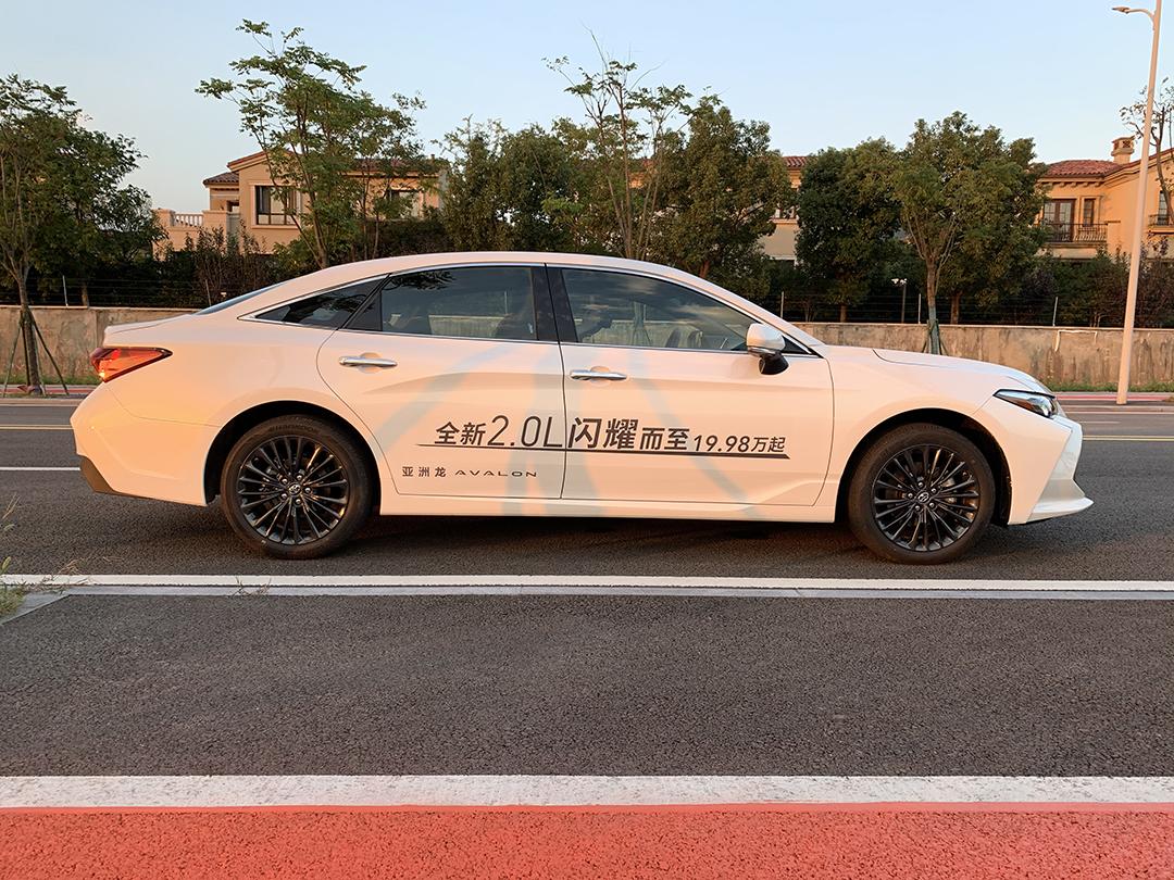 2.0L的5米大车,不到20万起的亚洲龙,动力够用吗?
