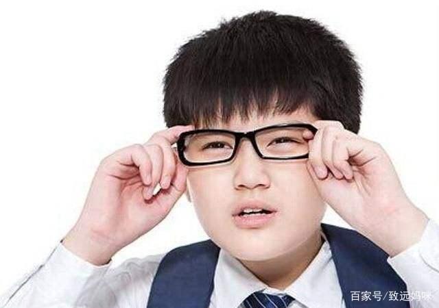 """戴眼镜被同学嘲笑叫""""四眼"""",给同学起外号,要明白3个注意!"""