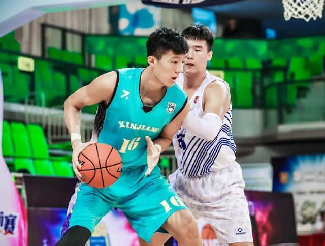 2米23大中锋被阿的江弃用,新疆男篮阵容厚度太可怕了