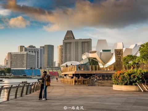新加坡的国土面积不足广州市的十分之一,夜景却醉了游客!