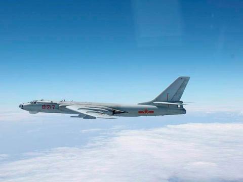 空军尺寸最大的战机,航程超过8000公里,改进型可携洲际空射导弹