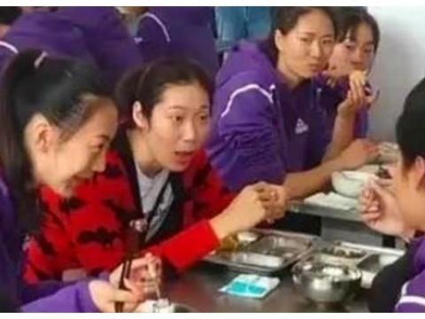 马云当年替女排清购物车,限额设定5万,朱婷只给父亲买按摩椅!