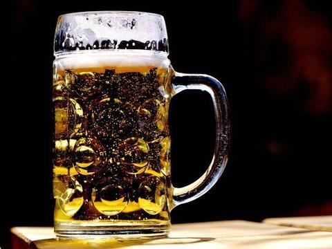 """男子罹罕病…体内""""自产""""啤酒 吃碳水就酒醉!苦恼常失忆"""