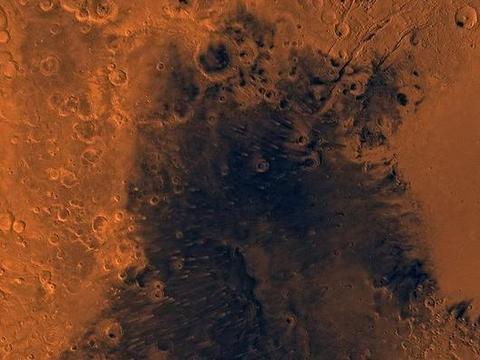 火星上发现长7公里宽2公里的黑色区域,那会是什么?
