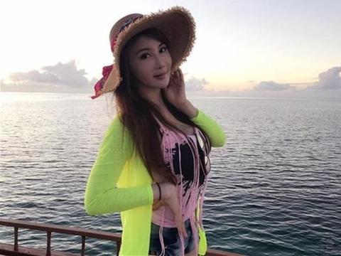 身材样貌俱佳不输一线女星,身手了得成接班杨紫琼,今51岁仍单身
