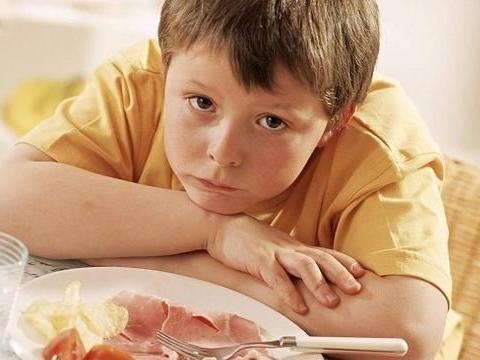 挑食孩子,上幼儿园后饭量大增,辞职老师发来照片宝妈怒火中烧