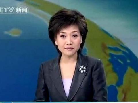 新闻联播主持人不为人知的一面,台上台下差别这么大,不容易!